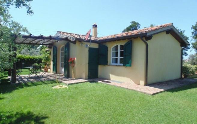 San vincenzo affitto villetta tipica toscana con giardino for Progettista di piano casa online